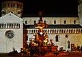 Trento Piazza del Duomo Fontana del Nettuno bei Nacht 2.jpg