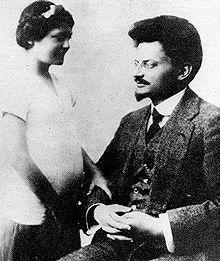 Ο Λέων Τρότσκι με την κόρη του Νίνα στη Γαλλία, 1915