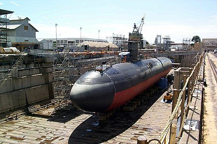 The US Navy Los Angeles-class USS Greeneville in dry dock, showing cigar-shaped hull USS Greeneville (SSN 772) - dry dock Pearl Harbor (1).jpg