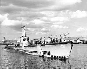 Ronquil (SS-396) entering Pearl Harbor, c. 1944-45.