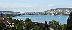 Quaianlagen (Zürich) - Lake Zürich's lower lake basin, looking north from Wollishofen towards the inner city of Zürich (August 2011)