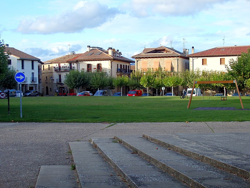 File:Urroz Villa - Plaza del Ferial.jpg