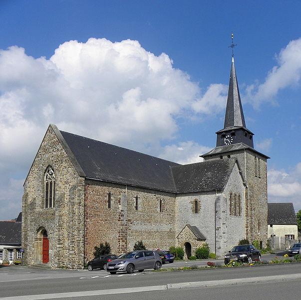 Extérieur de l'église Saint-Laurent de Vaiges (53). Vue méridionale.