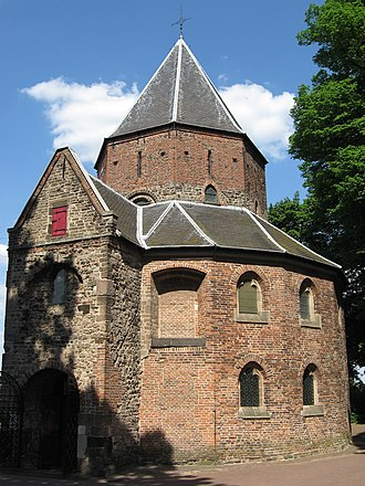 Chapel of St Nicholas (Sint-Nicolaaskapel [nl] or Valkhofkapel) in Nijmegen, one of the oldest buildings in the Netherlands. Valkhofkapel.JPG
