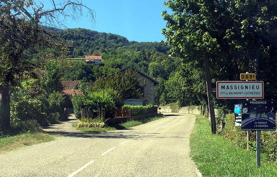 Entrée de hameau dans le Valromey, août 2016.