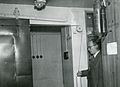 Valtionarkisto 1954. Arkistonhoitaja Kauko Pirinen B-makasiinissa. Kansallisarkisto.jpg