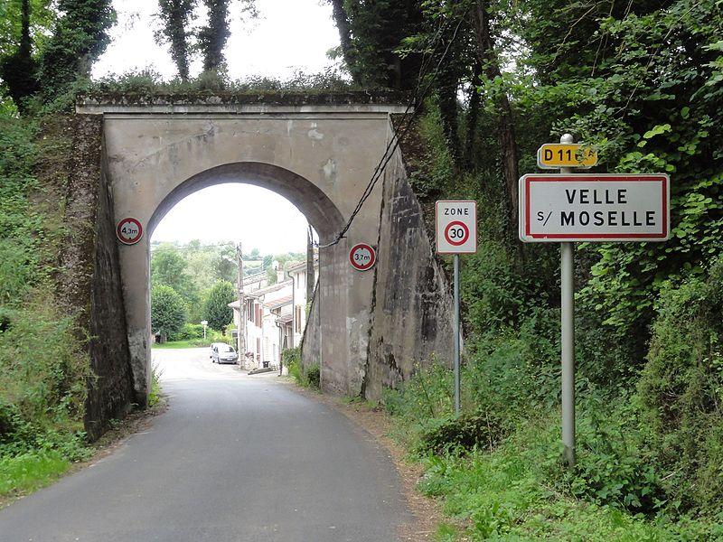 Velle-sur-Moselle (M-et-M) city limit sign