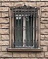 Via gino capponi 44, palazzina del 1909, 05 finestra con ghiera.jpg