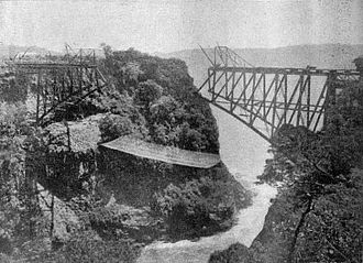 Victoria Falls Bridge - The bridge under construction in 1905.