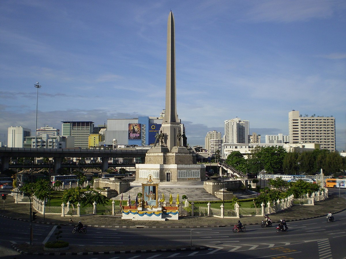 Victory Monument (Thailand) - Wikipedia