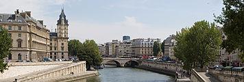 View towards Pont Saint-Michel from Pont Neuf, Aug 2010, v.2.jpg