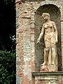 Villa di geggiano 06 statua.jpg