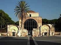 Visione frontale della Basilica di San Saturnino.JPG