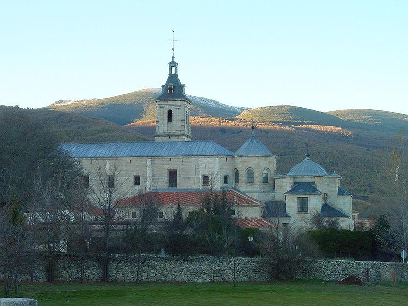 Vista de iglesia en Rascafría.jpg