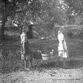 Vodo nosijo iz studenca, Podgorica 1949.jpg