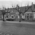 Voorgevels in straat, leilindes op de voorgrond - Wemeldinge - 20397960 - RCE.jpg