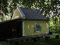Waidhofen an der Ybbs - Untere Buchenbergkapelle mit zugebauter Holzhütte.jpg