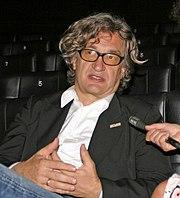 Wim Wenders hat zwei bedeutende Berlin-Filme geschaffen und fungiert derzeitig als Präsident der Europäischen Filmakademie in Berlin
