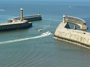 Whitby Harbour mouth - geograph.org.uk - 207434.jpg