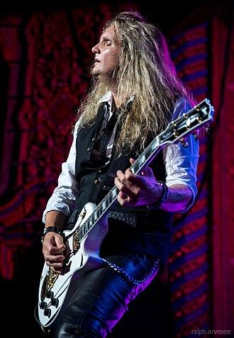Joel Hoekstra - Hoekstra performing with Whitesnake in 2015