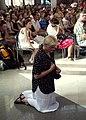 Wierni podczas uroczystej mszy św. (9528524213).jpg