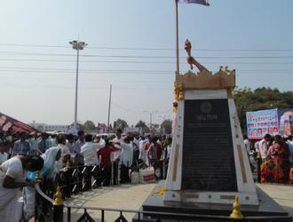 Namantar Andolan - Woman paying homage to martyrs at Namantar Shahid Stambh which is Namantar martyrs monolith in front of Dr. Babasaheb Ambedkar Marathwada University gate.