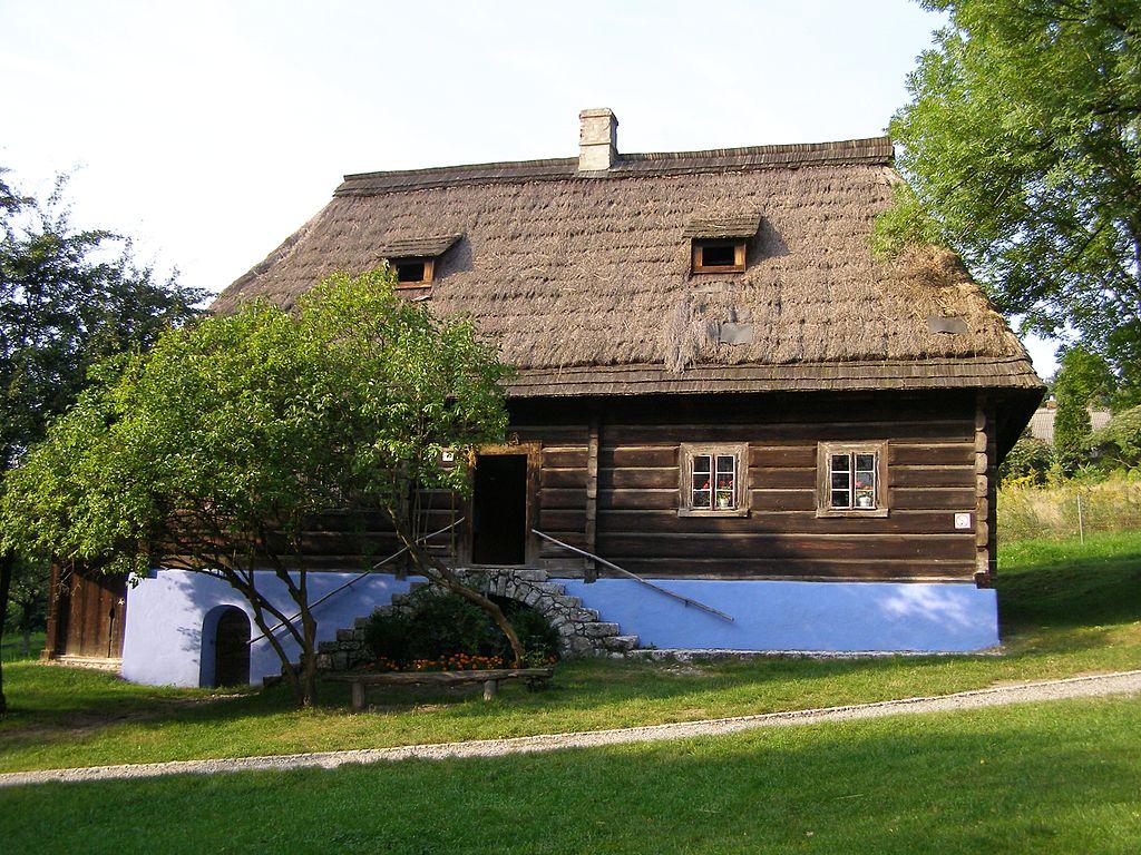 Maison en bois du parc ethnographique de Wygielzow. Photo d' Andrzej Otrębski