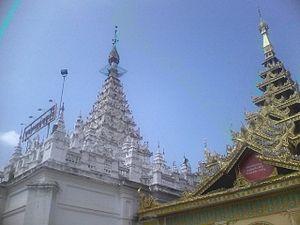 Chaung-U - Image: Yadana Shwe Gu Kyi Pagoda in Chaung Oo which was built by King Alaung Sithu