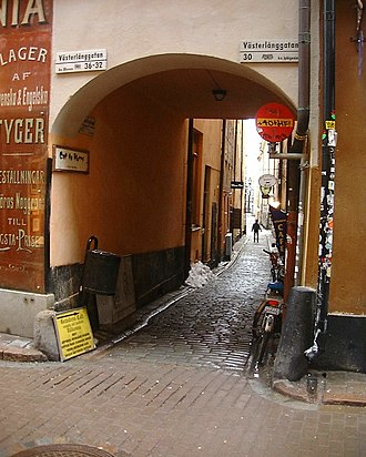 I går såg jag ditt barn, min Fröja - Epistle 28 is set in Yxsmedsgränd, a street in Stockholm's Gamla stan