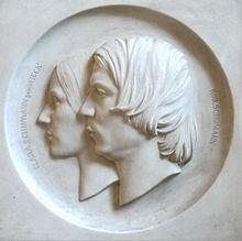 Marmorrelief von Clara und Robert Schumann im Robert-Schumann-Haus Zwickau (Quelle: Wikimedia)