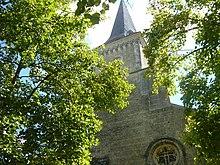 Le clocher de l'église de Saint-Georges-du-Bois (Charente Maritime) / Commons wikimedia