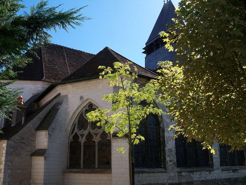L'église Sainte-Savine, monument de culte classé par arrêté du 4 janvier 1921.