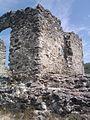 Залишки стіни замку Канків.jpg
