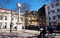 Статуя лотерейщика на площади Trindade Coelho (11610349816).jpg