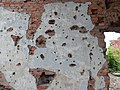 Стена дома со следами пуль.jpg