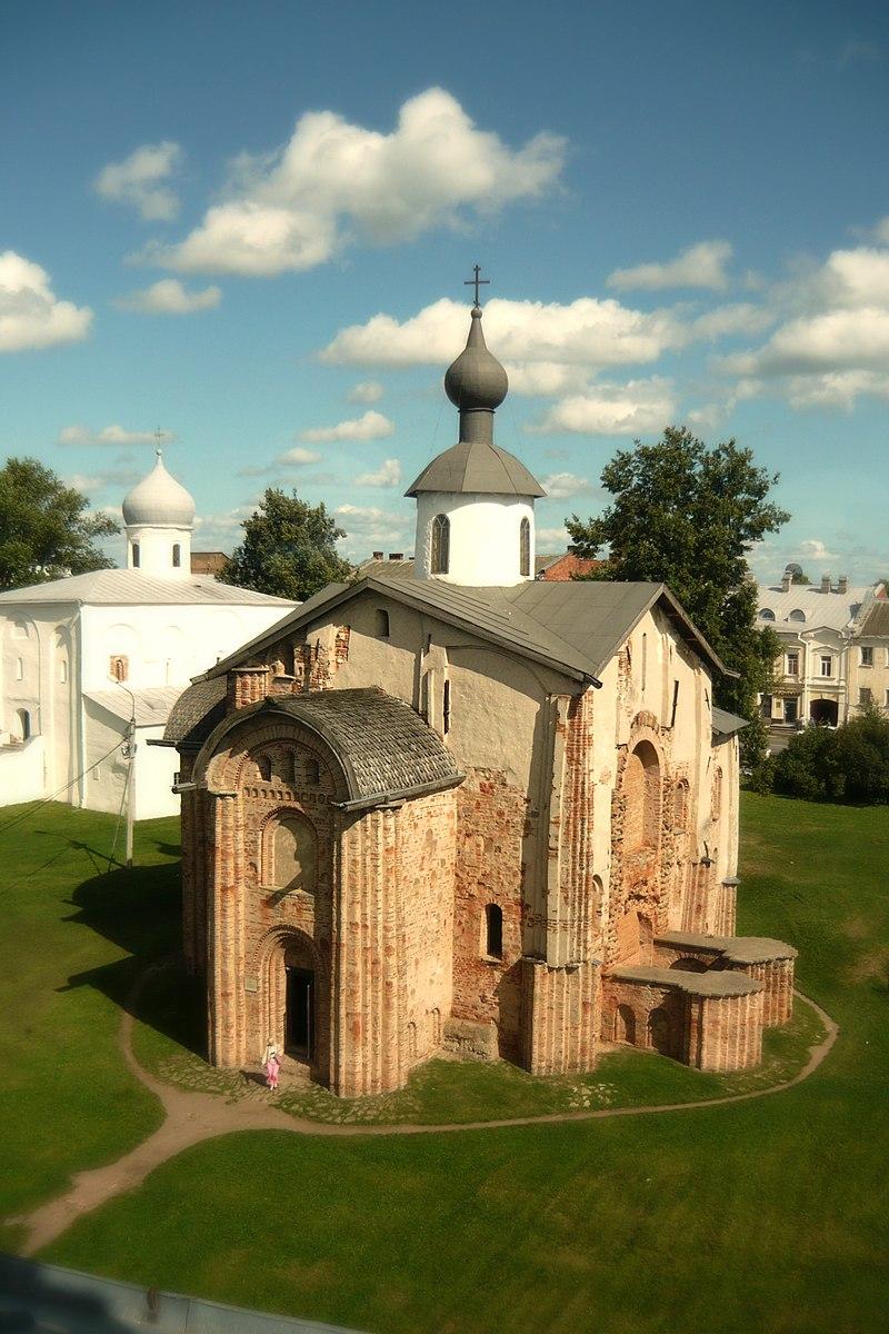 Церковь Параскевы Пятницы на Торгу (вид с Воротной башни Гостиного двора).JPG