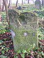 מצבה בבית הקברות היהודי.jpg