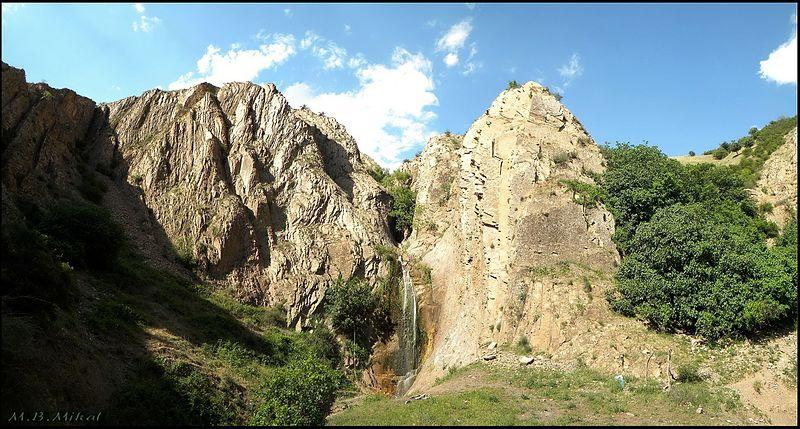 File:آبشار اول وزنه سر - طارم - panoramio.jpg