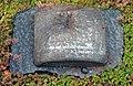 - es ist schon danach - Grabmal für den Bildhauer Hans-Jürgen Breuste 21.05.1933-28.01.2012, Neuer St. Nikolai Friedhof in Hannover-Nordstadt, Detail 01.jpg