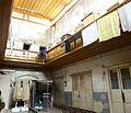049A Tbilissi Vieille ville cour intérieure avec balcons de bois.JPG