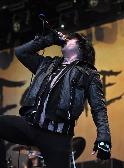 Picture of a band or musician: Craig Mabbitt