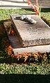 1538283492661 adobe Detalle de tumba Walter Cevallos Tovar.jpg