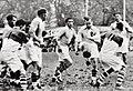 1935 (12 mai), Biarritz (maillot foncé et blanc) champion de France de rugby, face à l'USAP au Stade des Ponts Jumeaux de Toulouse.jpg