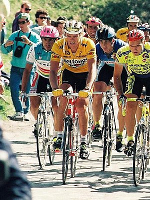 Mario Cipollini - Cipollini (center) climbing during the 1991 Giro d'Italia
