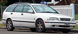 1997-2000 Volvo V40 2.0 station wagon 01.jpg