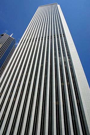 Aon Center (Chicago) - Looking up the building from the ground.