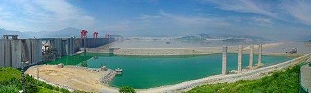 سد الممرات الثلاثة من أكبر محطّات توليد الكهرباء في العالم.