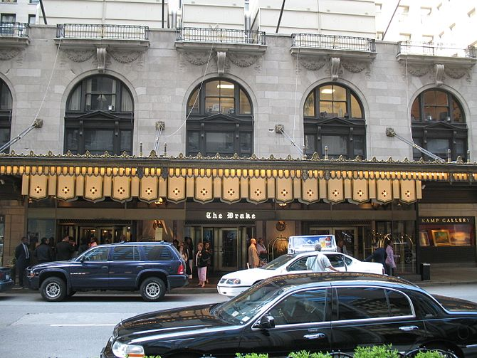 English: Drake Hotel (Chicago) Entrance