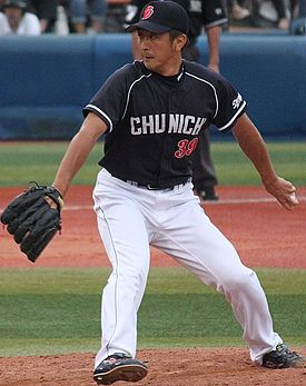 20130923 kouji Mise, pitcher of the Chunichi Dragons, at Yokohama Stadium.JPG