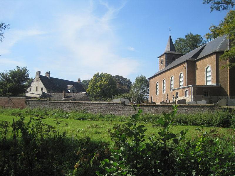 L'église Saint-Martin, le presbytère  au Château de Bolinne-Harlue